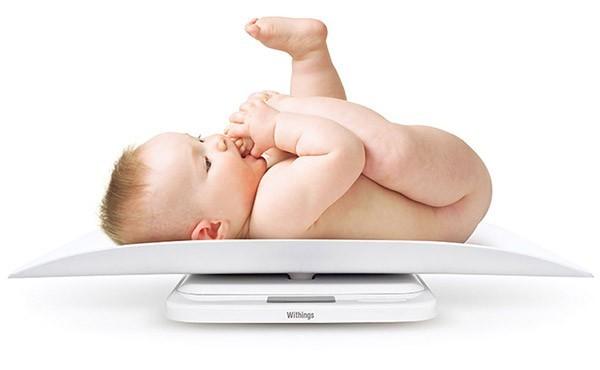 Phải làm gì khi trẻ sơ sinh tăng cân chậm?