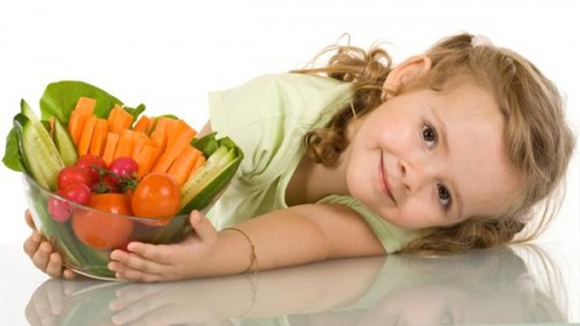 Thực phẩm tăng cường miễn dịch cho bé trong hè