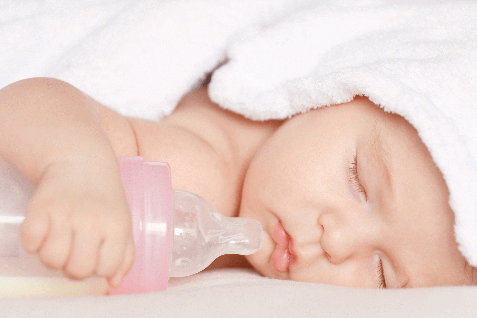 Mẹ chọn cách khử trùng bình sữa cho bé