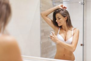 Sự khác biệt giữa lăn khử mùi và xịt toàn thân bạn nên biết