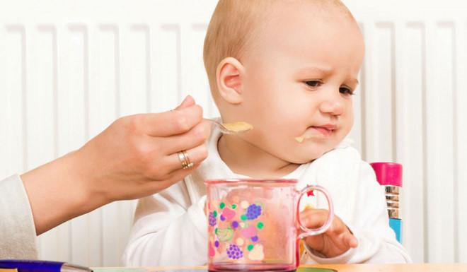 Dấu hiệu giúp nhận biết trẻ biếng ăn do tâm lý và những cách khắc phục